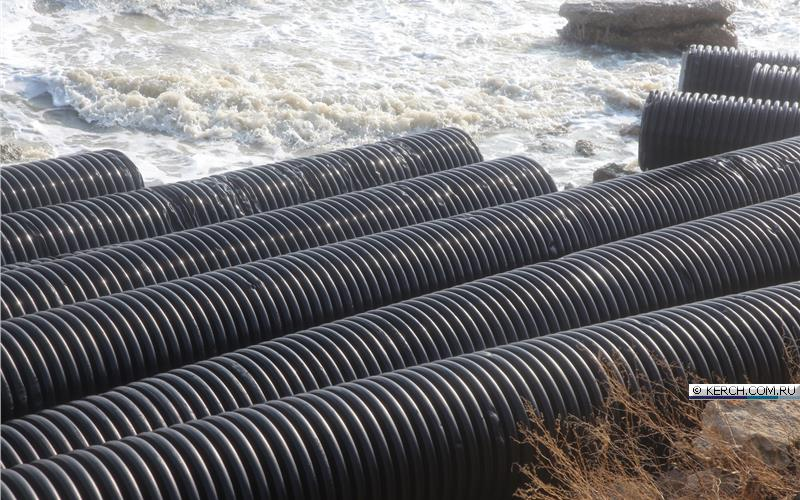Штормом прибило к берегу десятки труб со стройки Керченского моста - Цензор.НЕТ 8302